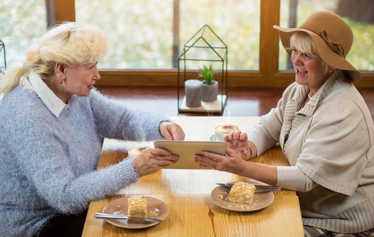 avantages tablettes tactiles senior actualit et conso. Black Bedroom Furniture Sets. Home Design Ideas